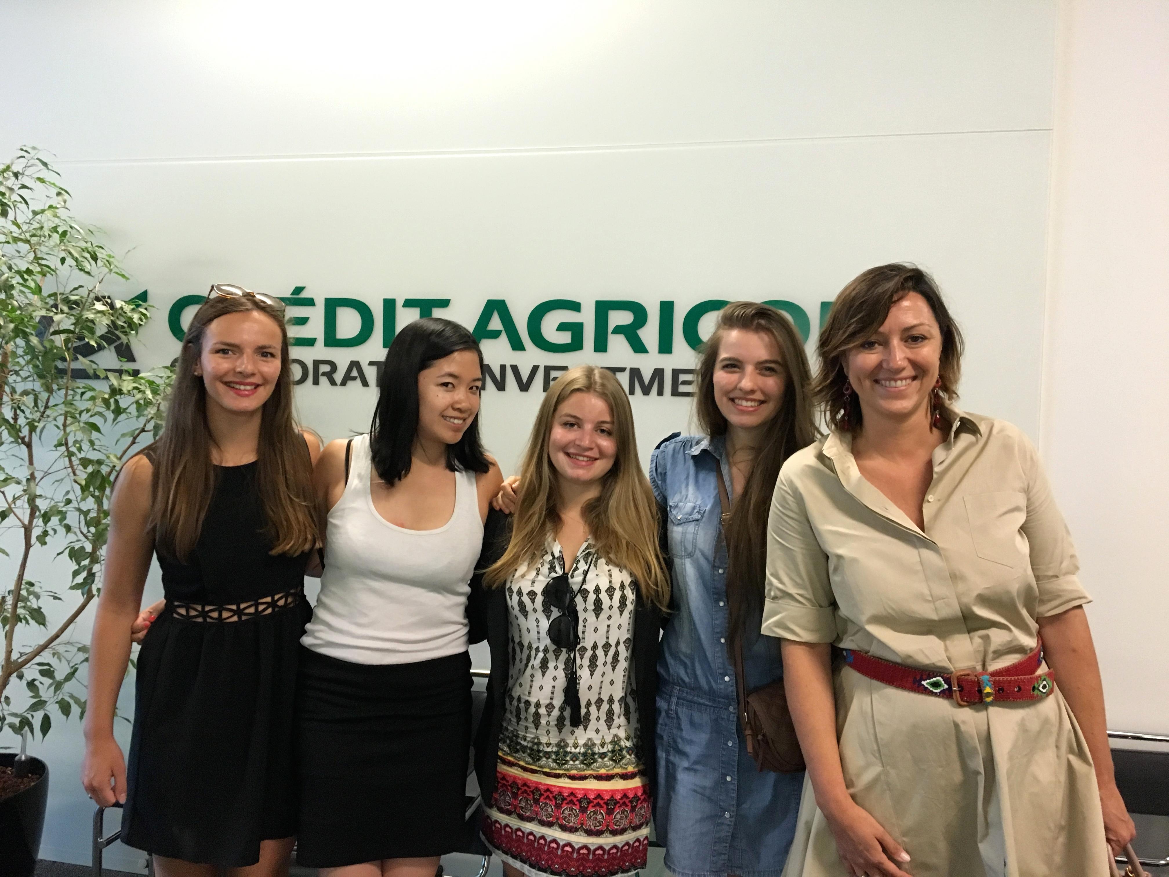 Méline Bertoli (quatrième en partant de la gauche) avec ses co-équipières et leur mentor